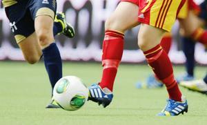 Stödet till idrotten minskas. Det drabbar främst unga, skriver Anna Lindström.