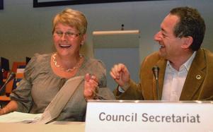 Ordförande Maud Olofsson och Jean-Paul Decaestecker, chef för sekretariatet, tycks trivas ihop. Foto: Elisabet Rydell-Janson