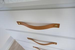 Läderhandtagen har Sanna Henriksson Bohlin själv tillverkat.