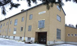 Bygg- och miljönämnden har beslutat om byggsanktionsavgift för gamla Bolbyskolans ägare.