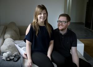 Emilie Johansson och Jonas Högman kan pusta ut. Efter fyra veckor på sjukhus fick Emilie komma hem i torsdags.