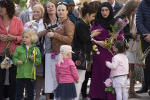 Många hade samlats på Staffangymnasiet för att fira de nyblivna studenterna.