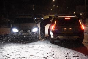 En explosion har skett i en bil som tillhör en polischef inom Uppsalapolisen. Bilen stod vid mannens bostad i ett villaområde Täby i Stockholm.