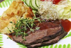 Bräckt tjälknöl med potatisgratäng och viltsky är en helgmiddag helt rätt i tid.    Foto: Dan Strandqvist