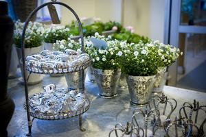 Blommor är ett enkelt sätt att pynta till det hemma.