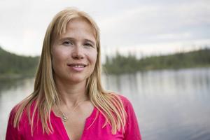 Evelina Åslund driver Joy Event Hunt & Health som bland annat arrangerar björnsafari.