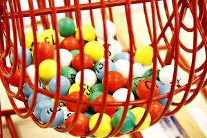 Varje måndag och onsdag bjuder personalen in damerna och herrarna på Bysjöstrand till bingo.