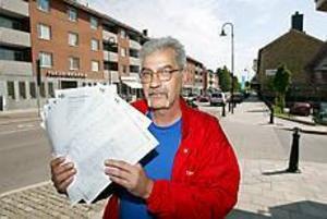 Foto: LARS WIGERT Stort stöd. Hasse Lundgren var ute och samlade in namnunderskrifter till stöd för Kommunals strejk. Han tycker att det märks att sandviksborna stöder strejken.