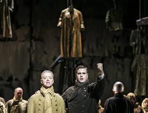 Tomas Lind, Macduff, och Mikael Onelius, Malcolm, i Verdis opera Macbeth på Göteborgsoperan.
