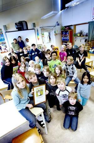 Vinnarklass. Vinnarreceptet från klass 1-3E på Björksätraskolan var ett välkomponerat bidrag med bilder och många handfasta miljötips. I går fick eleverna diplom och löfte om att få göra en gemensam resa.
