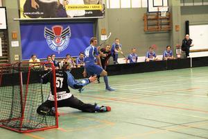 Målvakten Tobias Steineck kom in vid underläge 0–6. Men han lyckades inte spika igen utan fick släppa tre bollar förbi sig.
