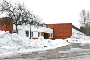 Y-huset är en av de byggnader på Vågbro Center som är högaktuell som lokal för blivande friskolan Hamnaskolan. Om allt går i lås startar skolan till hösten. Då kommer Self Help-kliniken att erbjudas andra lokaler.