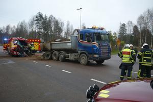 Lastbilen var på väg till ett grustag i närheten när olyckan inträffade.