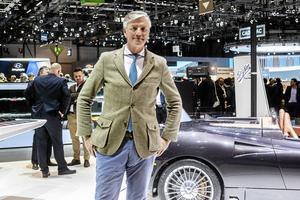 Saabs förre ägare Victor Muller förnekar anklagelserna om skatteplanering. I väntar på domen är han på plats med sin sportbil Spyker C8 Preliator.