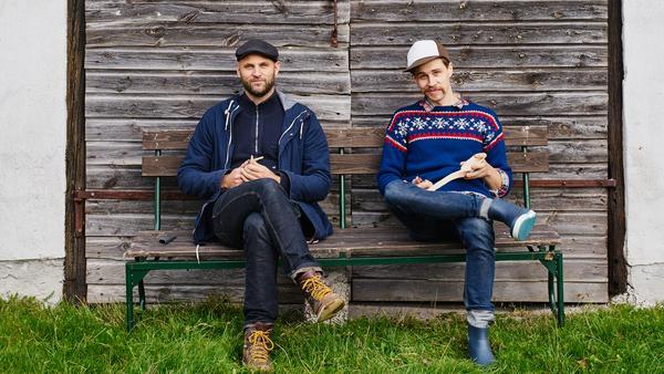 """Henrik Francke och Hannes Dahlrot, författare till boken """"Tälj!""""."""