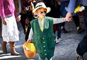 Fantasifullt. Utstyrseln varierade när barnen agerade påskgubbar och påskkärringar i Hembygdsföreningens traditionella parad.
