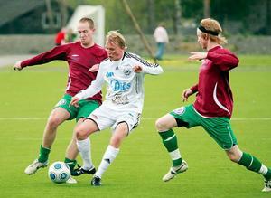 Ett mycket viljestarkt Alsen tog sin första seger någonsin i division 3. Västjämtarna slog till med 1–0 mot Frösön i derbyt på Lövstas konstgräs.Foto: Olof Sjödin