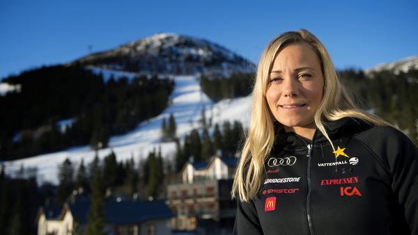 Frida Hansdotter inleder säsongen.