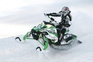 Henrik Mases från Rättvik är nybliven svensk mästare i snöskotergrenen backe.