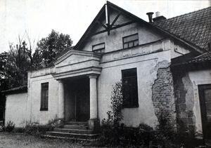 Parkgården eller Föreningsgården som den också kallades. Huset revs 1988 och en lång epok i Surahammars nöjesliv tog slut.