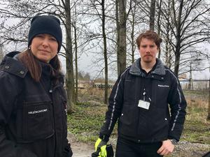 Miljö- och hälsoskyddsinspektörerna Marlene Rünell och Johan Eliasson.