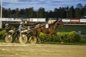 Danish Carrie spurtar till seger i V5–5.