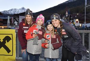 Estelle och Sara inför världscuppremiären med unga österrikiska fan.
