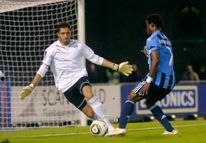 Syrianskas målvakt Dejan Garaca till vänster på bilden är skadad. Nu kan klubben ha hittat ersättaren.