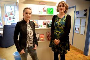 Sara Lövestam har 18 föreläsningar inbokade i oktober. Hon ger även föreläsningar på lätt svenska, vilket Säters biblioteksledare Pia Eskola nappade på.