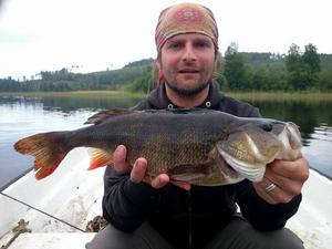 Kent Olsson är född och uppvuxen på Sollerön, men bor numera i Sundsvall. Kent har hus i Gesunda och passar naturligtvis på att fiska i när han är