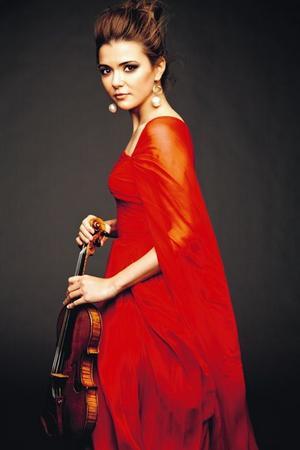 Färgstark. Violinisten Karen Gomyo från Kanada är ett av affischnamnen i Sinfoniettans höstprogram.