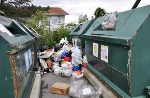 Proppfullt! Det är ingen trevlig syn som möter människor som kommer till Strömsunds avfallsstation för att lämna sina sorterade sopor.