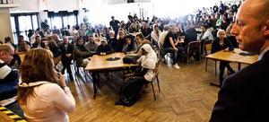 Beskedet om Kantzowskas framtid från gymnasiechefen Lars Jonsson väckte starka reaktioner hos både lärare och elever.
