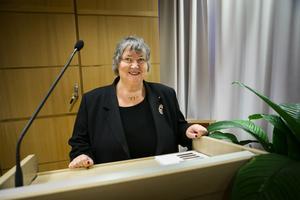 Kommunalråd Elisabet Lassen (S) vill ha färre politiker i Sollefteå men stöter på motstånd.