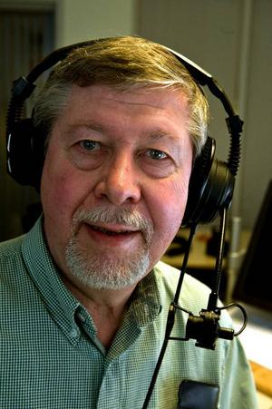 Bertel Bruce har en röst som får de flesta trafikanter att haja till bakom ratten. När den ljuder  i din radio har det hänt något.Foto: Pontus Lundahl