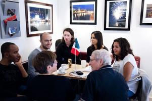 På språkcaféet pratas engelska, franska, italienska, persiska, ryska och tyska.