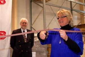 Landshövding Britt Bohlin invigde i går Gelabs nya mellanlager för Siemens. Hon tackade även ja till att inviga observatoriet (Sveriges tredje största) som ska bli klart i höst. Foto: Jonas Ottosson
