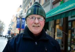 Ivan Larsson, Frösön– Nu när jag är pensionär handlar jag i närheten där jag bor. En gång i veckan åker jag i väg på en stormarknad och handlar. Jag tänker i första hand på kvalitet när jag väljer var jag ska handla min mat. Om jag har tid jämför jag priserna.