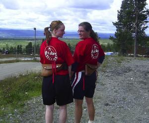 Medaljörer. Anna Gustavsson, brons och Helena Pollack som tog guldet under helgens SM i springskytte med pistol. Foto:Privat