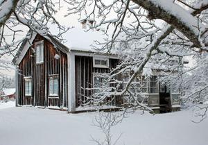 Klockargården i Boda får vänta. Länsstyrelsens och Rättviks kommuns byggnadsvårdsarbete ligger för närvarande i träda.