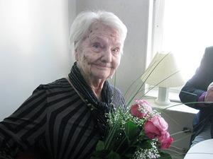 Märta Torén gratulerades i sitt hem i Ljusne på 100-årsdagen i torsdags, 17 april.