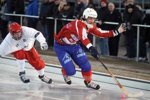 17 november: Petter Andersson gör som han har utlovat. Han vinner med Västanfors i premiären.