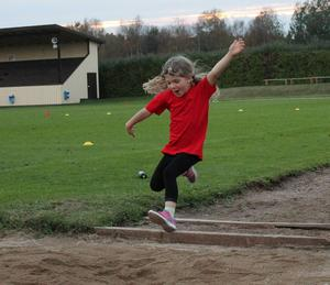 Nelly Mirårs hoppar längd