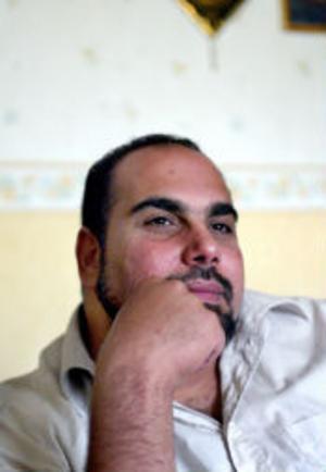 Ibland känner han sig ledsen och arg men trots många motgångar har Hassan Hussein under åren lyckats bevara hoppet om att få tillbaka pengarna för att kunna köpa en handikappsanpassad bil.