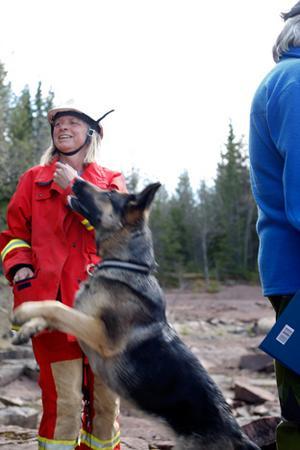 Kina Wärvik från Åre och hund Ixxi var med under slutprovet för räddningshundar.