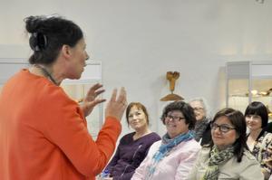 Lena Wänkkö satte direkt tonen på mötet. Det bjöds på mycket energi och dråpliga historier.