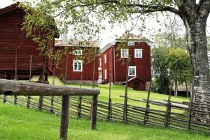 Ovanåkers hembygdsförening äger och driver hälsingegård Mårtes, hembygdsgården i Edsbyn.