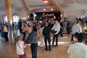 300 personer från FUB i Gävleborg träffades och trivdes på Hybopaviljongen när det spelades upp till länsdans på lördagskvällen.
