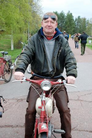Mopedvän. Kommunalrådet Björn Guström genomförde sitt andra mopedrally i helgen.