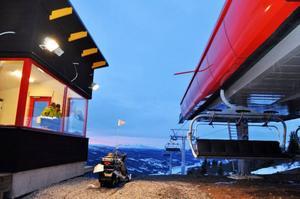 Arbetet med de tre nya toppmoderna liftarna har pågått hela sommaren och hösten och nu är det äntligen klart. Fjällgården- och Sadelexpressen invigs på lördag och Tegeliften den 27 december.